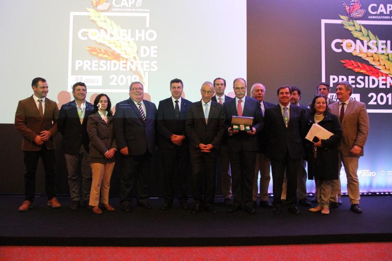 PRESIDENTE DA REPÚBLICA CONDECORA CAP  Membro Honorário da Ordem de Mérito Empresarial
